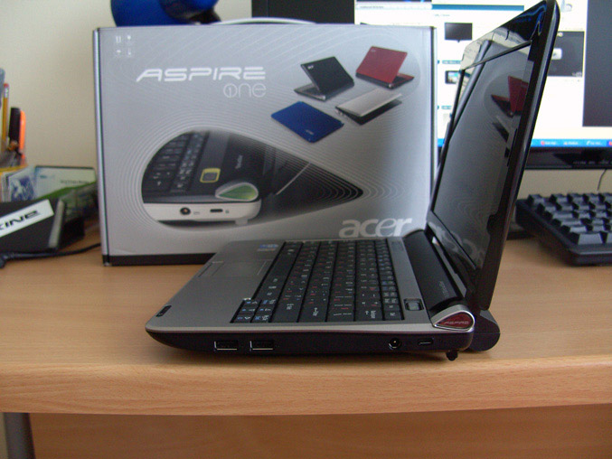 Acer-Aspire-One-Review-right