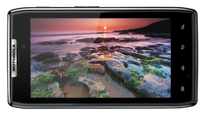 Motorola RAZR: 4.3-inch qHD Super AMOLED display in super-slim splashproof body