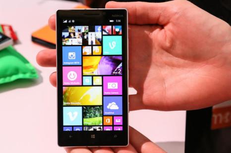 Nokia debuts Lumia 930 smartphone