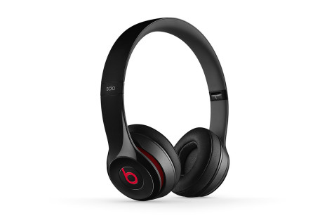 Beats Solo2 headphones to wear Apple's logo