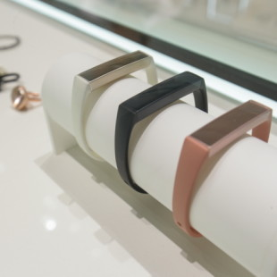 Samsung presents Charm smart bracelets