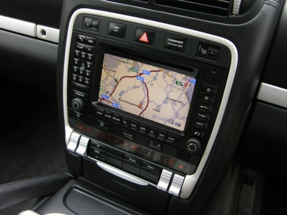 In Car Infotainment vs. Smartphone Apps – Which is More Convenient?