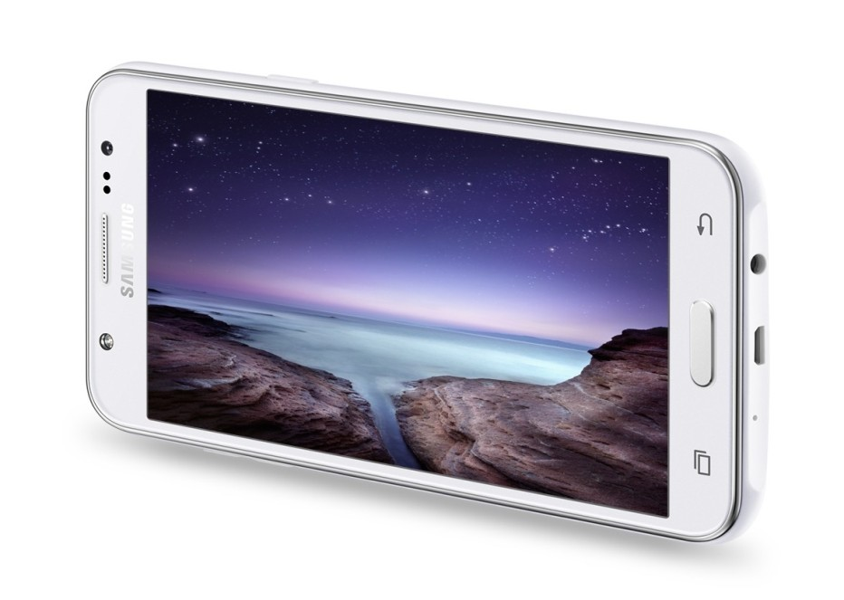Samsung presents Galaxy J7 smartphone