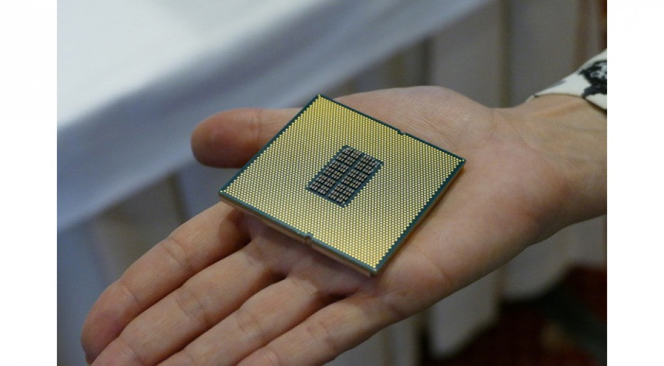 Qualcomm presents its first socketed enterprise CPU