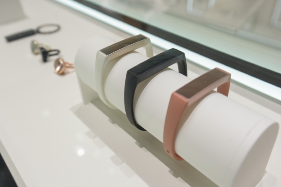 Samsung presents Charm smart bracelets