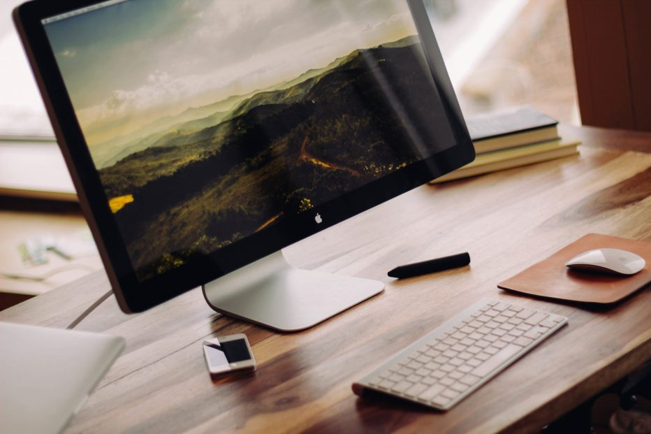 iOS vs Windows: What Sets Them Apart?